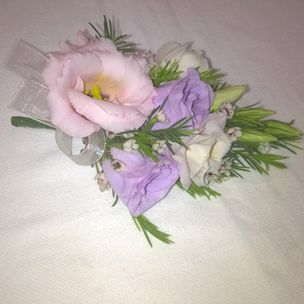 Ladies Eustoma Flower Corsage