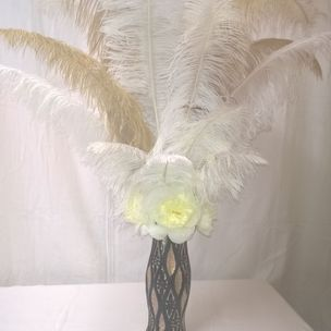 Gatsby Table Display Feathers/ silk flowers
