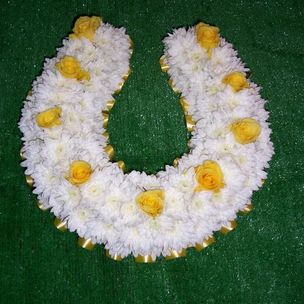 Horse shoe in flowers